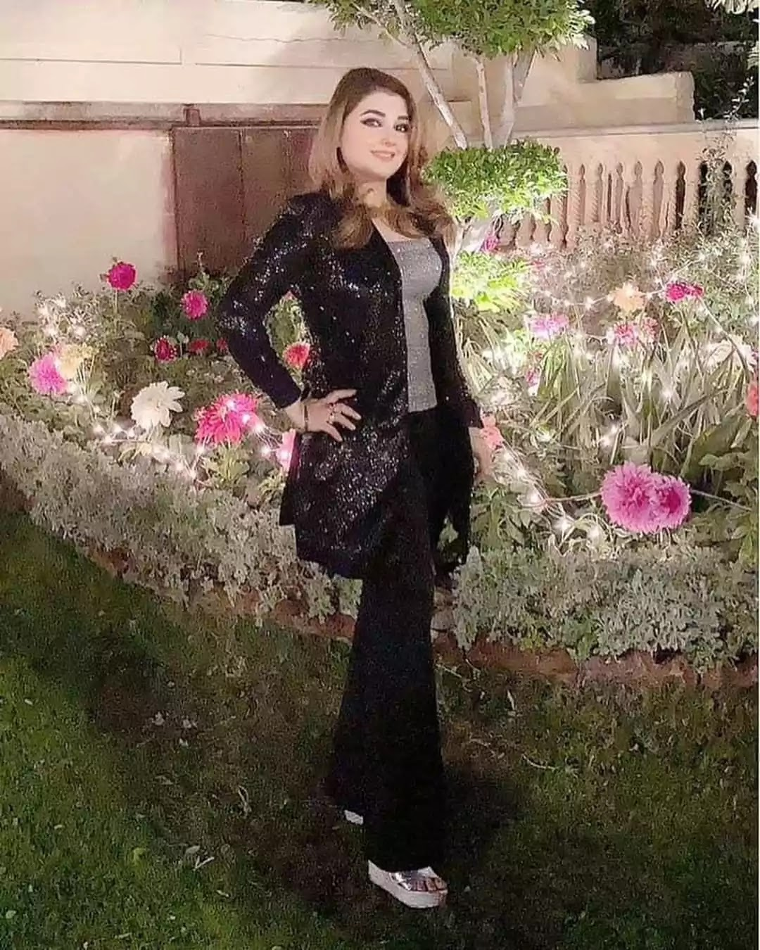 Javeria Saud Lovely And Adorable Pictures With Family