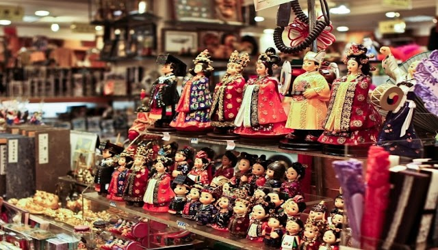 Bosen Bawa Oleh-oleh Kaos Saat Pulang Liburan Dari Korea, Anda Bisa Coba 7 Suvenir Tradisional Khas Seoul