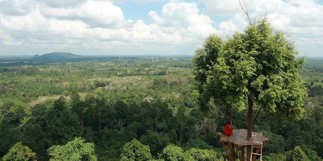 Pemandangan Eksotis Di atas Bukit Gebang Bangka