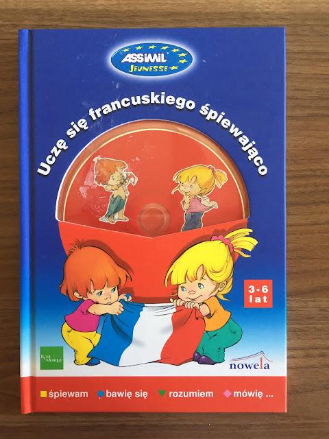 """Recenzje #136 - """"Uczę się francuskiego śpiewająco"""" - okładka książki - Francuski przy kawie"""