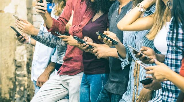 المراهقون: إيجابيات مواقع التواصل الإجتماعي تفوق السلبيات