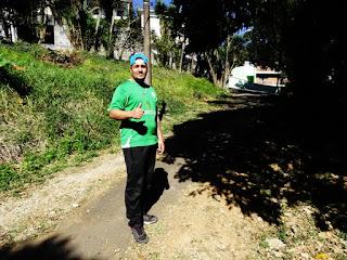 Lucas Cardoso faz entregas de moto para o Delivery Mãe e Filha Comida Caseira
