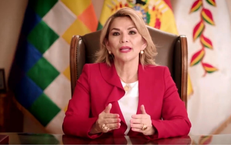 La presidenta Jeanine Áñez realizó dos anuncios oficiales durante este lunes / ABI