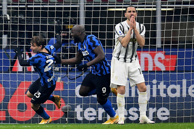 Lukaku celebrates with Barella after his goal during Inter Milab victory over Juventus in the Serie A