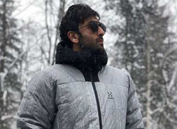 Ranbir Kapoor's these BTS pictures from the arrangements of 'Brahmastra' are unmissable