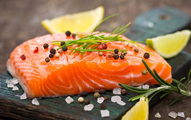Cá hồi giúp da khỏe đẹp, chống viêm