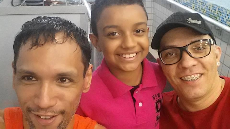 Adotado por casal gay, João diz que é a criança mais feliz do mundo ❤️