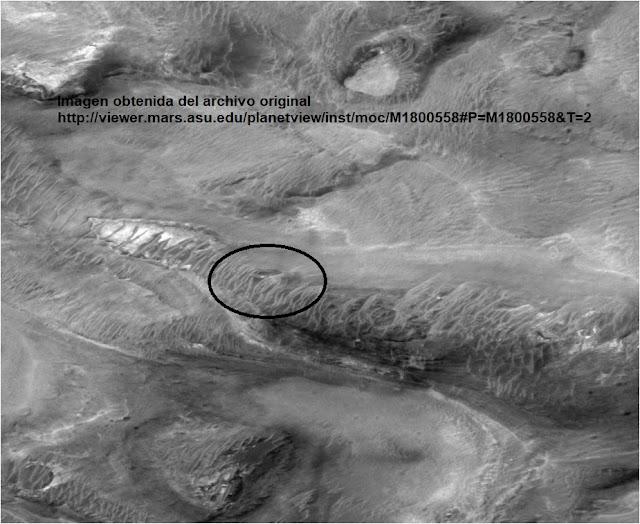 Fotografia enviada de Marte en la que se aprecia un objeto metálico OVNI