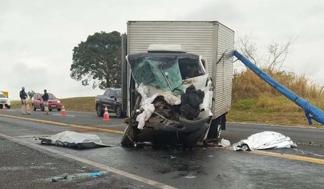 Acidente na BR-153 provoca morte de duas pessoas neste domingo