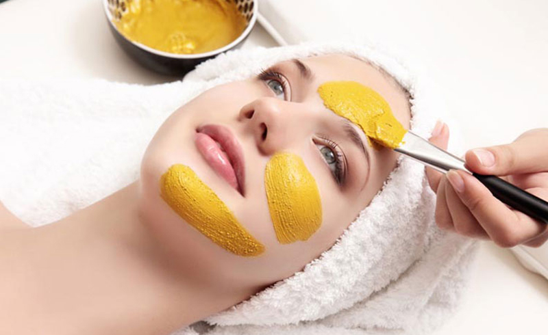 Try This Easy DIY Turmeric and Honey Mask for Clear, Radiant Skin