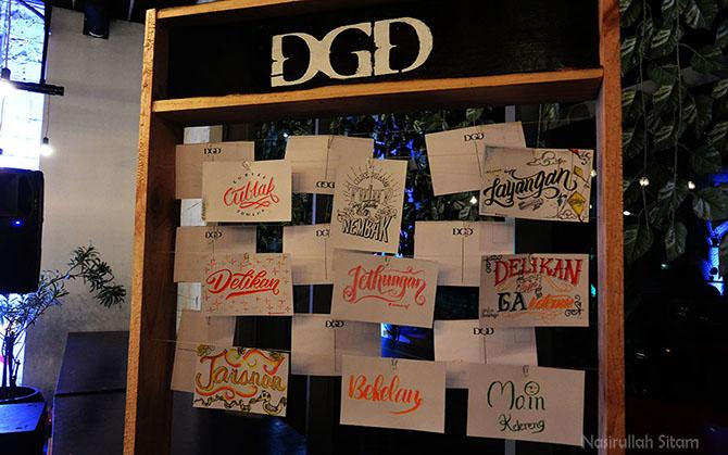 Pernak-pernik tulisan di DGD