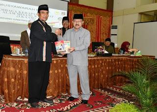 Dihadapan LKAAM Sumbar Ali Mukhni Menegaskan Untuk Mendukung Pembangunan Jalan Tol Padang Pariaman-Pekanbaru