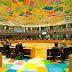 Η χαρούμενη, πολύχρωμη νέα αίθουσα συνεδριάσεων του Eurogroup!
