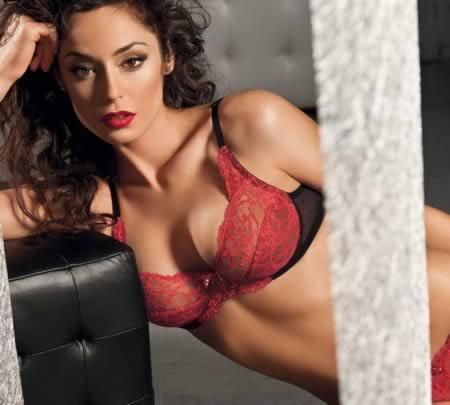 Raffaella Fico model yang menjual keperawanannya