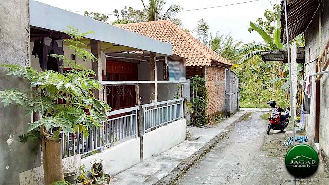 Rumah dekat Kampus Mercubuana jalan Wates