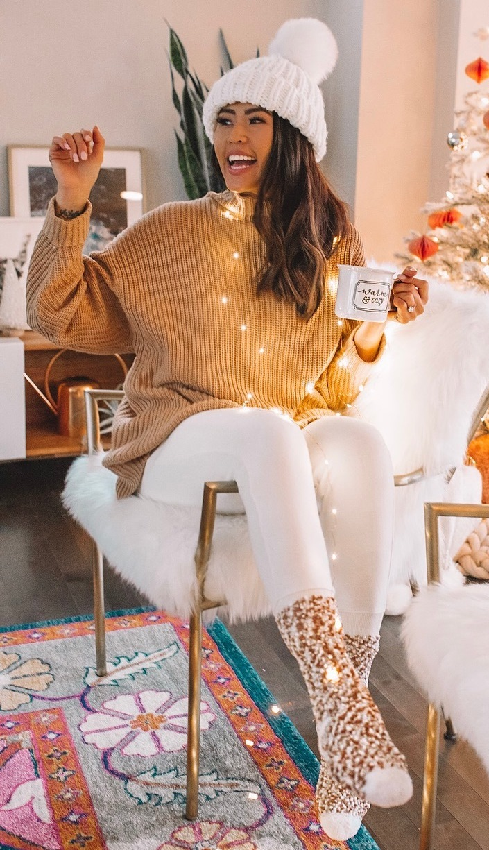 warm and cozy | oversized sweater + knit socks + white leggings + white hat