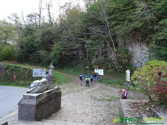 Peña Sienra desde Covadonga: Inicio sendero a la Vega de Orandi