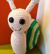 http://www.ravelry.com/patterns/library/greeny-the-spiral-tricolor-snail