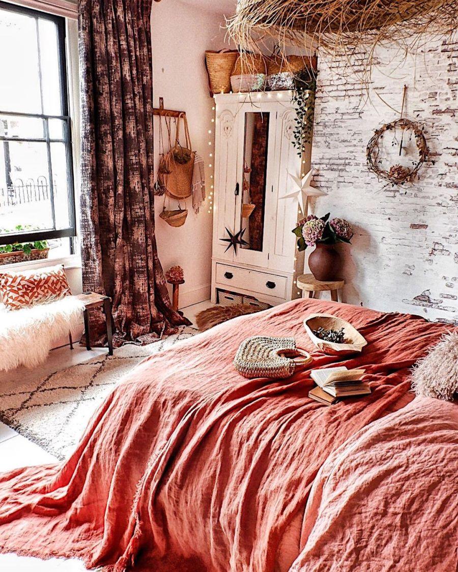 wystrój wnętrz, wnętrza, urządzanie domu, dekoracje wnętrz, aranżacja wnętrz, inspiracje wnętrz,interior design , dom i wnętrze, aranżacja mieszkania, modne wnętrza, boho, boho style, styl skandynawski, scandinavian style, styl eklektyczny, sypialnia, bedroom, łóżko, pościel lniana