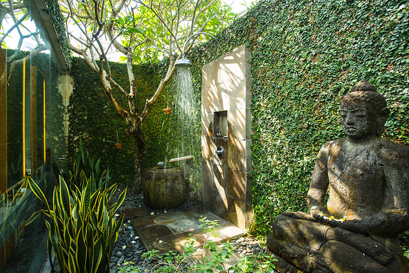 buddhist-statue-garden-shower-ideas