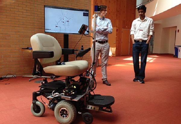 xe lăn điện điều khiển bằng suy nghĩ