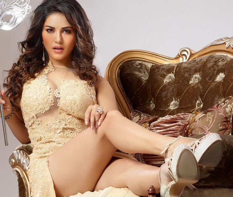 Sunny Leone Very Hot Kiss