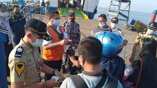 Bentuk Dari Binpotmar, Posal Jepara  Lakukan Pengamanan Penyeberangan Jepara - Karimunjawa