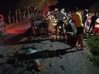 Grave acidente entre dois carros deixa vítimas fatais neste sábado próximo a Dona Inês