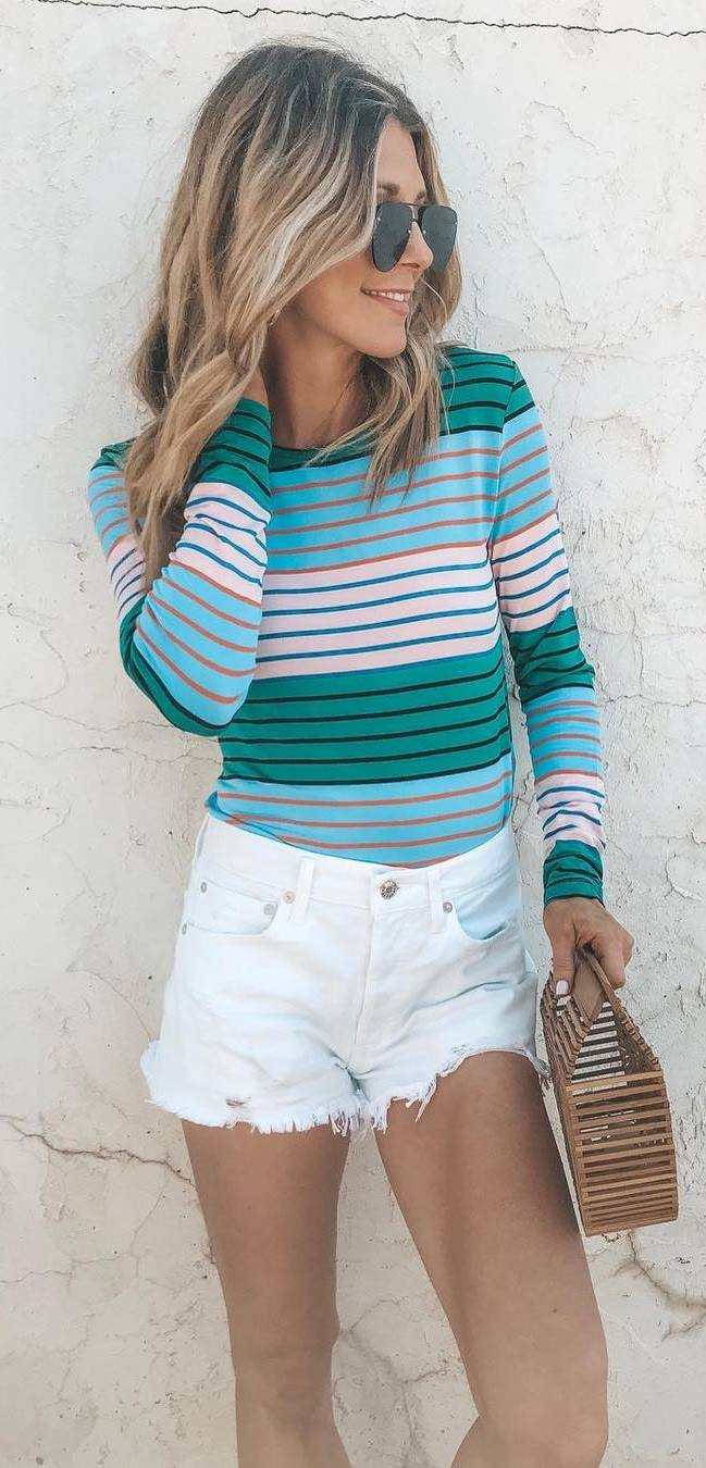 outfit of the day | striped top + white shorts + bag