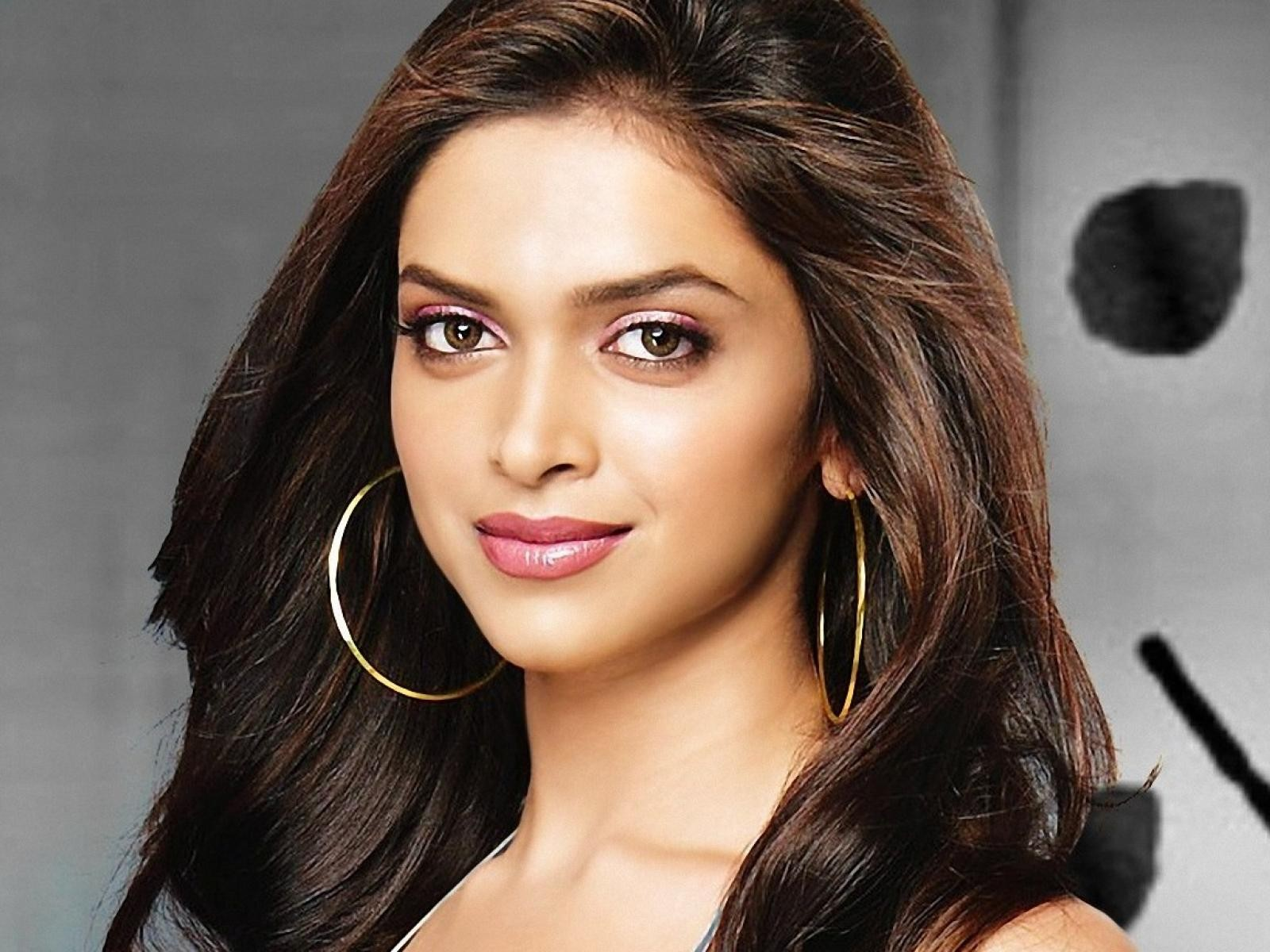 Deepika Padukone Biography, Height, Weight, Age, Wiki, BoyFriend, Marriage, News, Personal Profile, Movies List, Upcoming Films & More