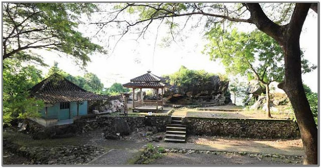 Bukit Surowiti;10 Top Destinasi Wisata Gresik;