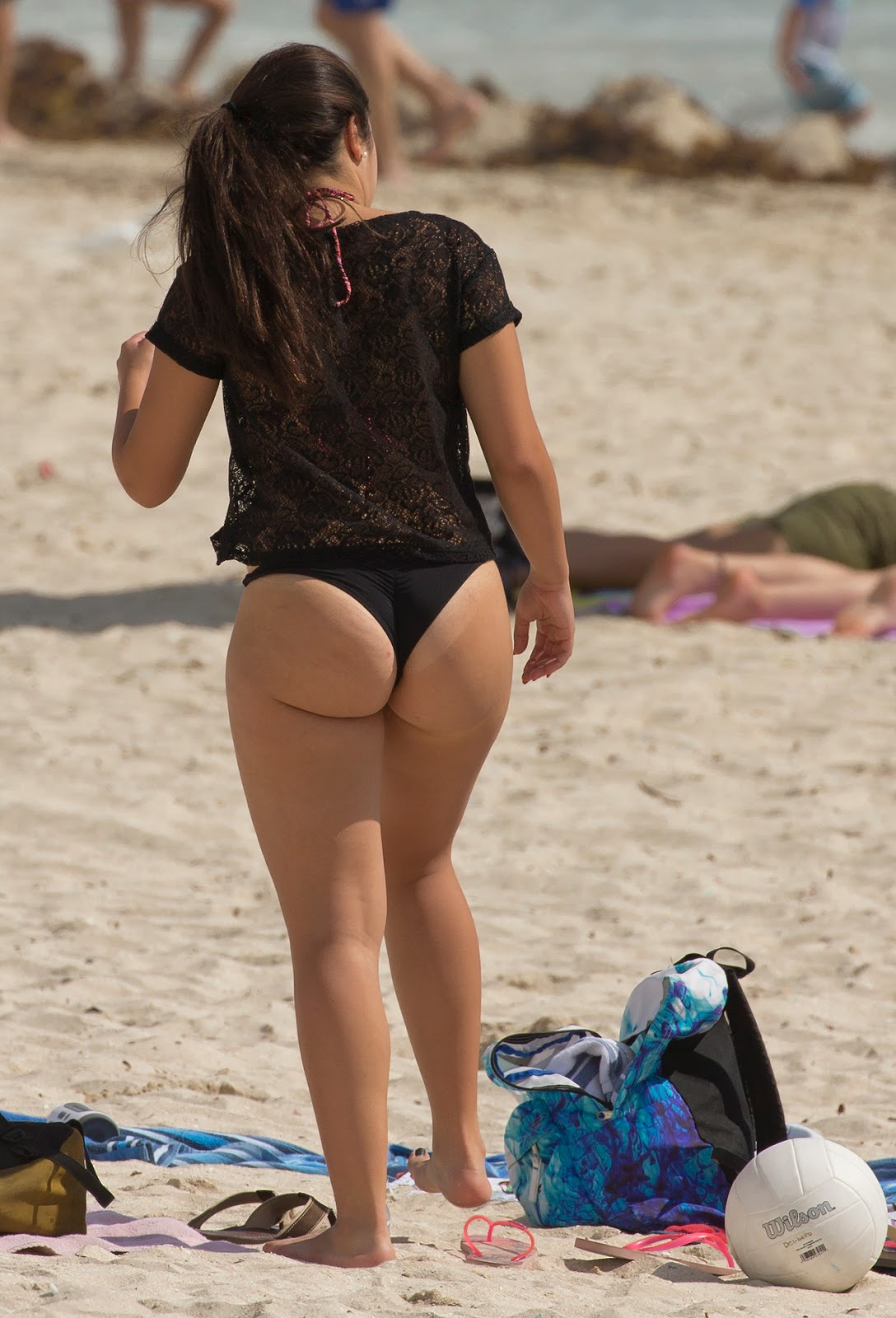 Candid Beach Brunette Milf Round Ass In Bikini Thong -2659