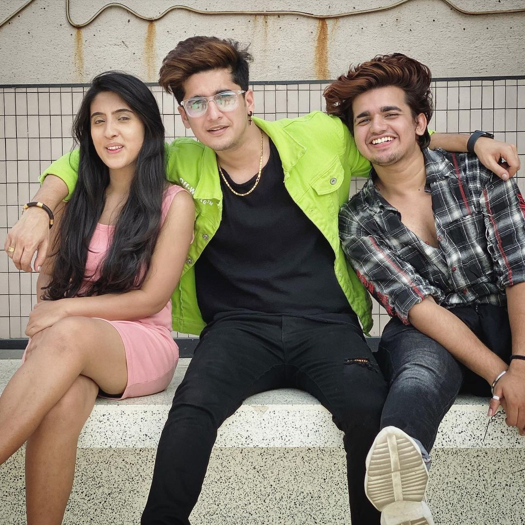 Bhavin Bhanushali cute photo with teen tigada team