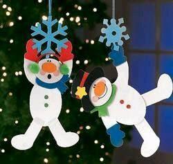 hacer unos adornos navideos que puedes colgar en la ventana en forma de guirnalda o tambin puedes ponerlos en la puerta