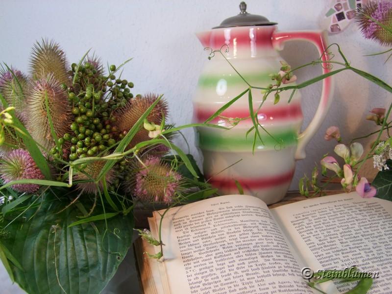 alter Saftkrug in rosa