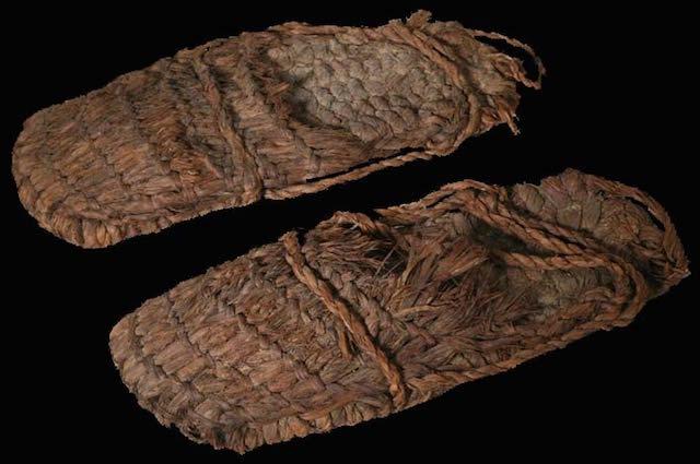 Alas Kaki Tertua (9300 tahun)