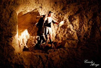 Imagen del Arcangel San Miguel en el interior de la gruta en la zona donde se encontraron las reliquias de San Saturio