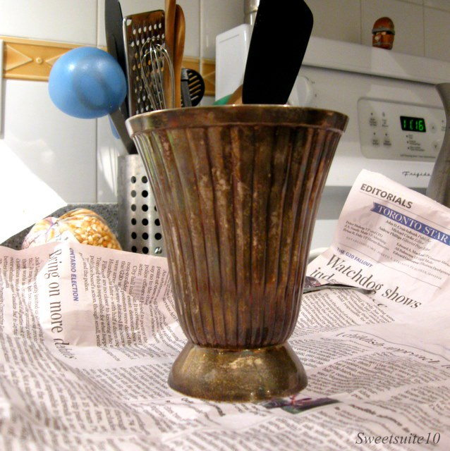 Behold my $5 thrift store vase – it's nothing much to look at is it?