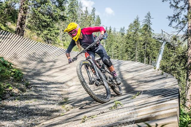 Anlieger Fahren Mountainbike