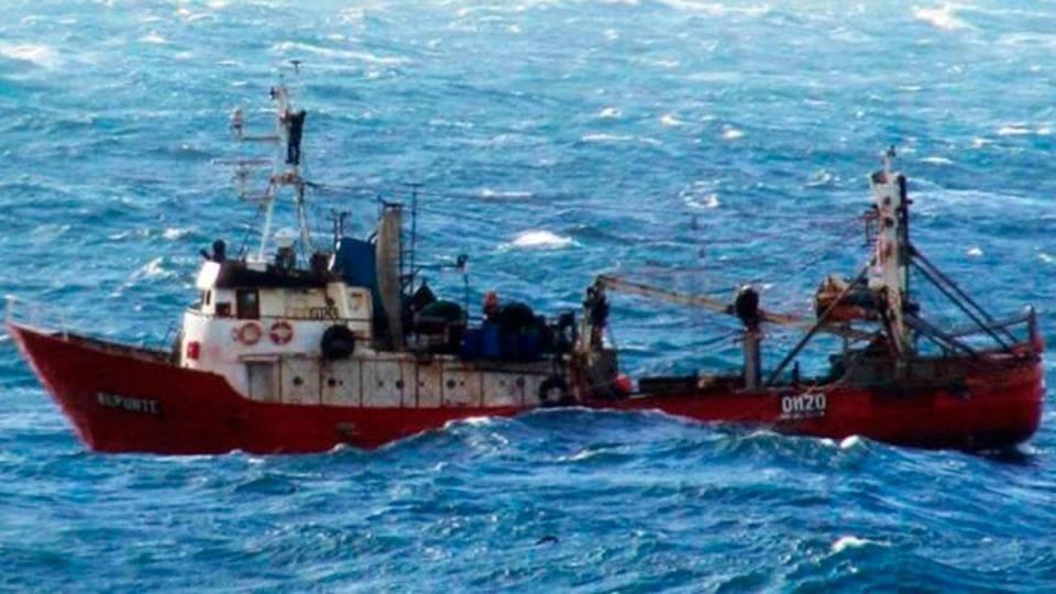 Naufragó un pesquero marplatense y sus tripulantes fueron rescatados por otro buque