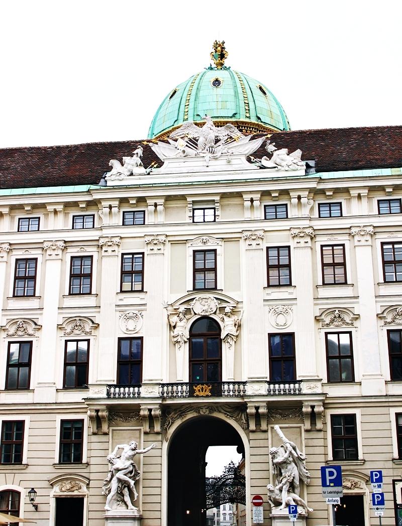 Montesol travel putovanje u Beč, šetalisna tura, Hofburg palata razgledanje