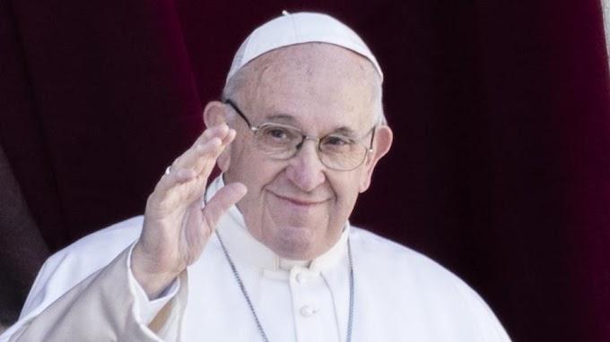 Magyar írónőt látogatott meg Ferenc pápa