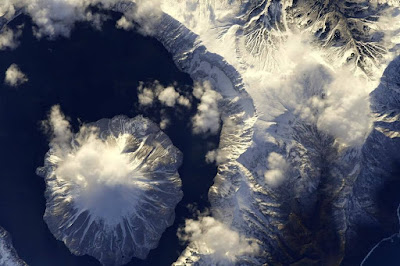 The astronaut showed a huge impregnable volcano in the Kuriles planet-today.com