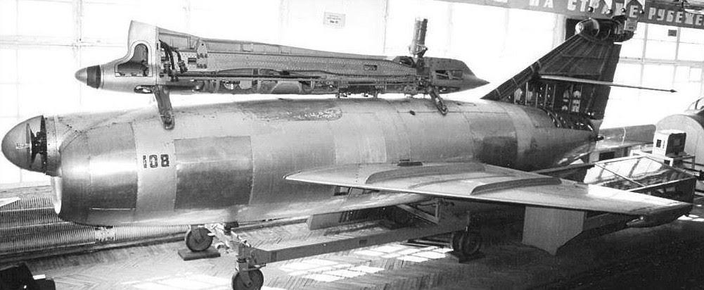 Modelo em corte do O KS-1 Kometa