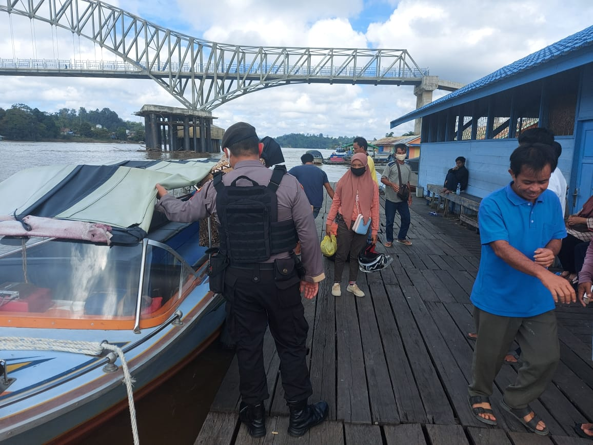 Minimalisir Laka Air, Personel Polres Barut Berikan Imbauan di Pelabuhan