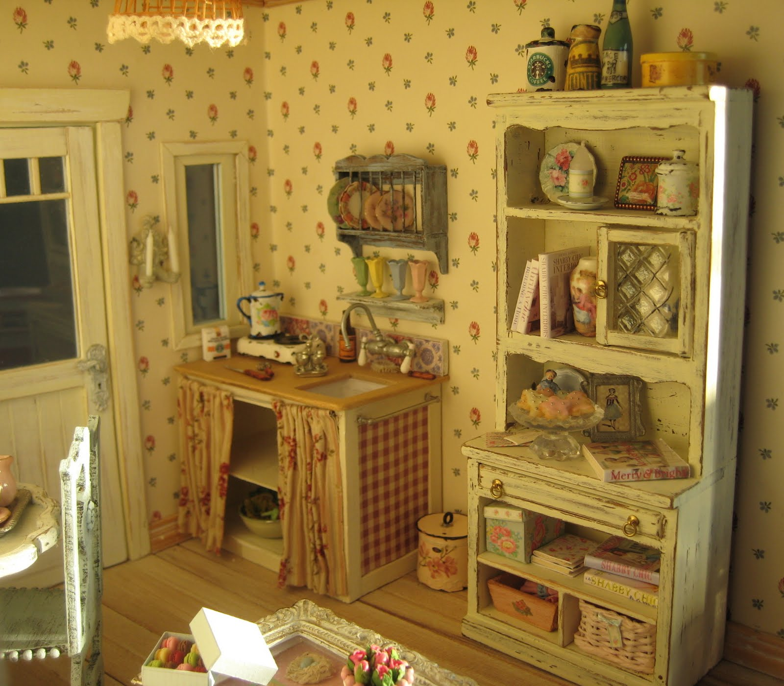 Shabby Chic Kitchens: Flower Traveller: Going Shabby Chic