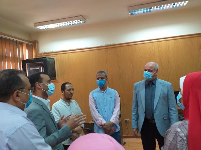 رئيس جامعة الفيوم يستقبل وفد وزارة الصحة المشرف على حملة لقاح فيروس كورونا