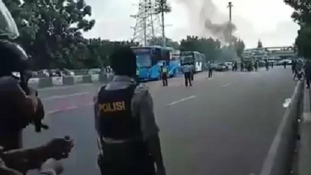 Demo Tuntut Janji Jokowi di Depan UKI, Delapan Orang Ditangkap