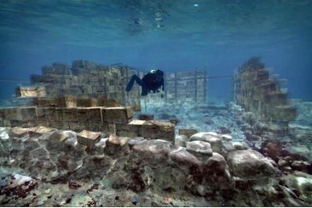 Η αρχαία πόλη του 2800 π.Χ στην Ελαφόνησο έχει διατηρηθεί σε άριστη κατάσταση και βρίσκεται μόλις 4 μέτρα κάτω από τη θάλασσα (video)