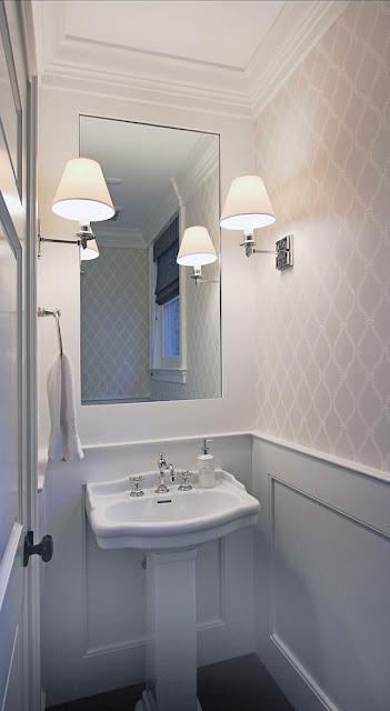 تصاميم حمامات باللون الابيض